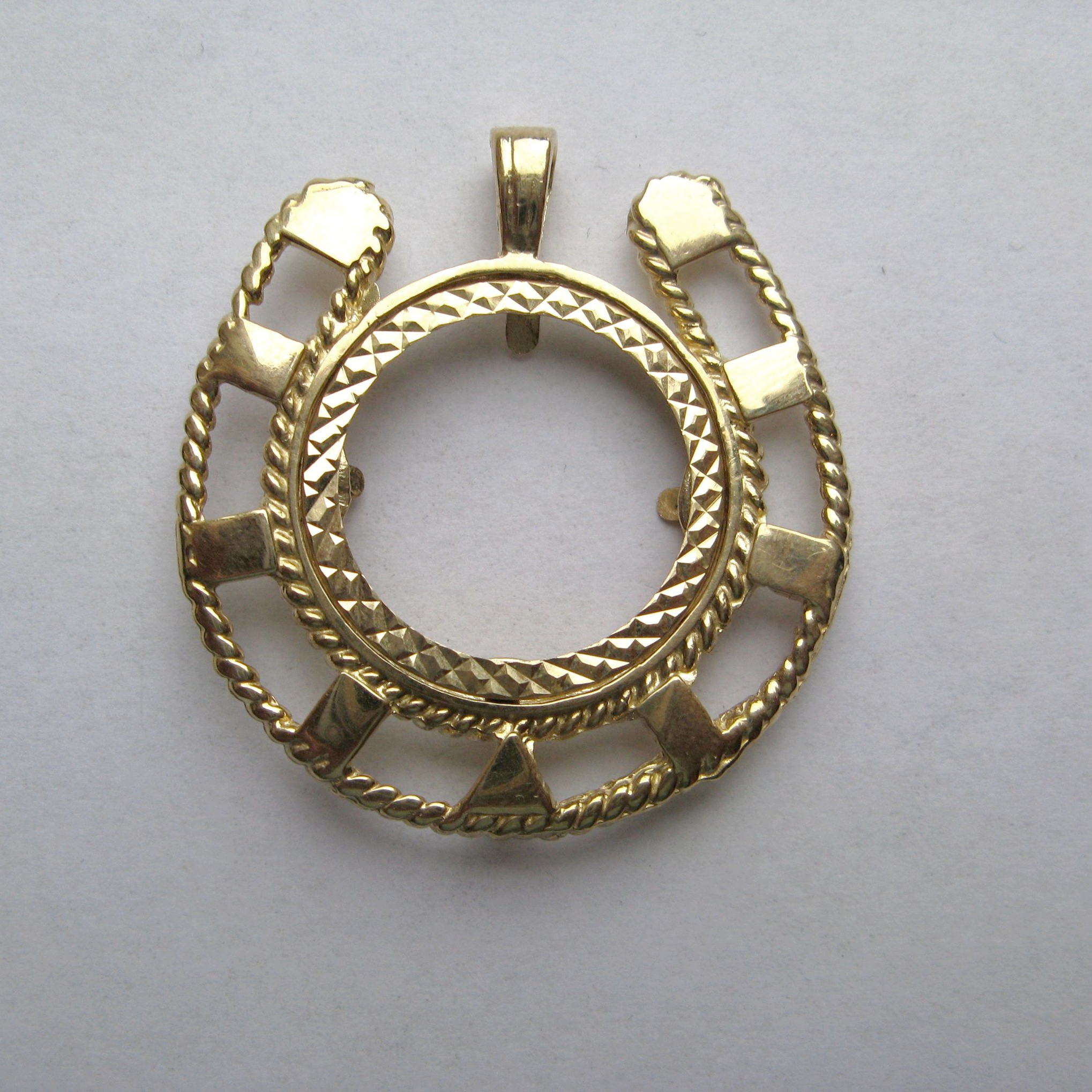 in lyst gallery yellow necklace gold product designs horseshoe pendant kc diamond hammered jewelry
