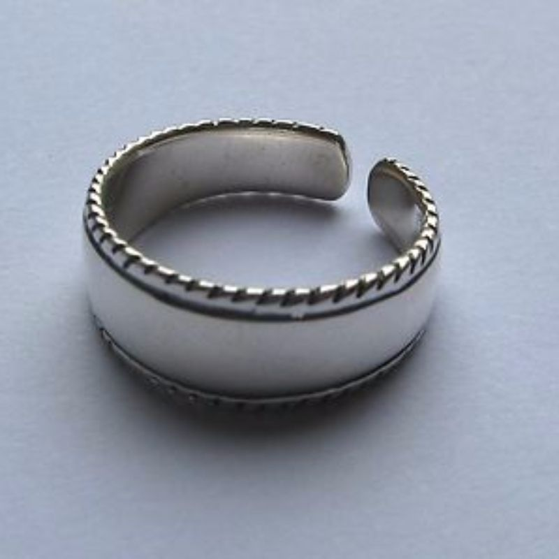 sterling silver wide band toe ring with twisted edges